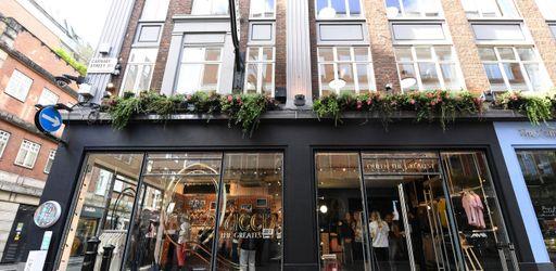 Queen, sa boutique éphémère à Londres, son studio éphémère en France, à Berre-les-Alpes!