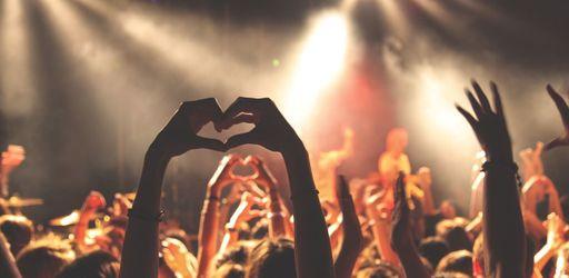 45 000 spectateurs en 3 concerts à Bercy : il allume le feu !