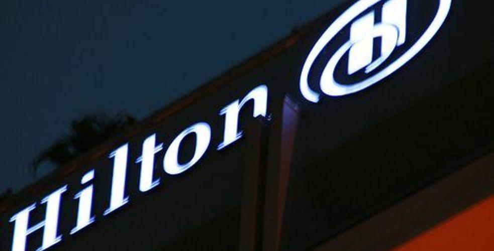 Il attaque la chaîne Hilton pour un litige de 75 cents