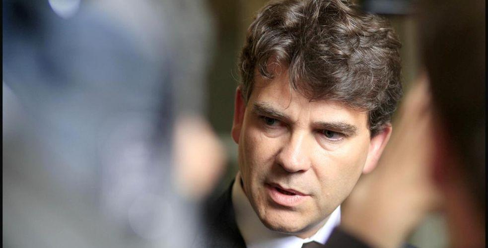 Montebourg veut rapatrier en France les centres d'appels des opérateurs