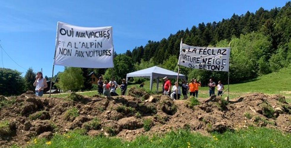 Arrêt des travaux de la tranchée de La Féclaz : le Maire des Déserts capitule. Eiffage lève le camp.